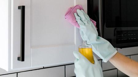 روش های پاک کردن چربی کابینت ,چگونه لکه چربی را از روی کابینت پاک کنیم